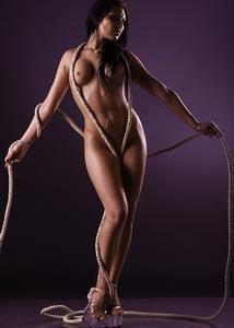 Эротика. Девушка с веревкой