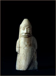 шахматная фигура ладья, выполнена в виде берсерка