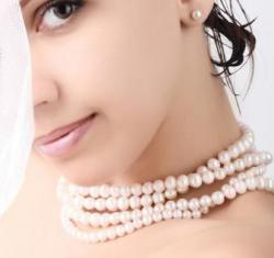 девушка в жемчужном ожерелье