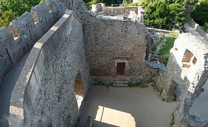 Руины замка 1
