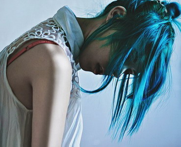 Креативное окрашивание волос в синий цвет