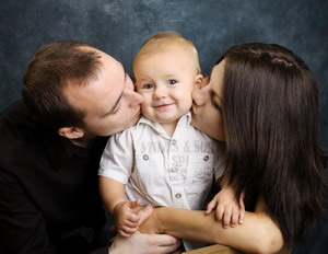 Мама и папа с ребенком