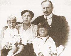 Ольга Александровна Романова-Куликовская с мужем и сыновьями