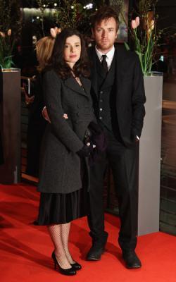 Юэн МакГрегор с женой Ив