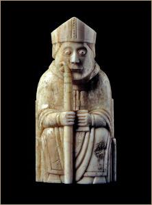 шахматная фигура слон выполнена в виде епископа