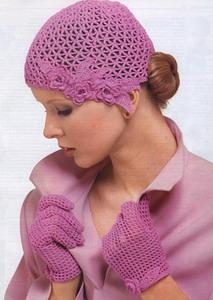 Девушка в вязаных перчатках